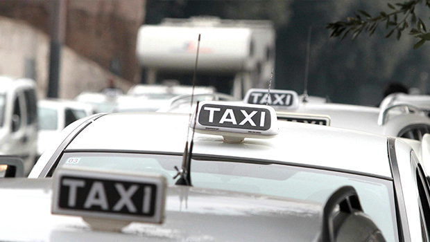Bari-chiama-il-taxi-con-un-app